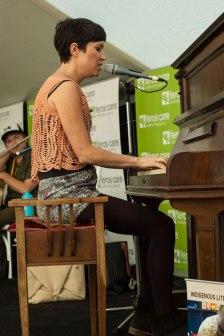 Missy-Higgins-at-piano